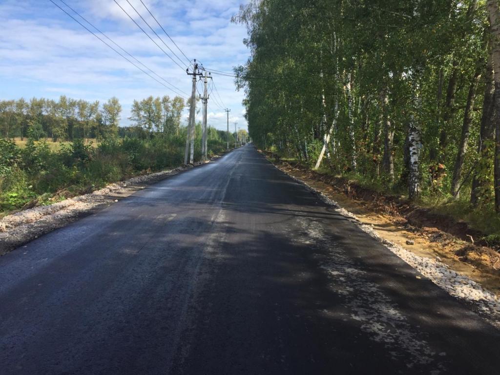 Администрацией района произведены работы по укладке нового асфальта и расширению автодороги от трассы М5 Урал до деревни Бубново.