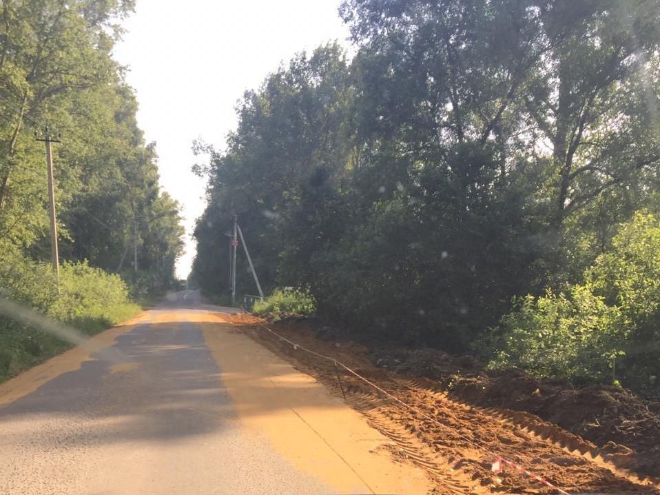 Работы по расширению асфальтовой дороги идущей до д.Бубново