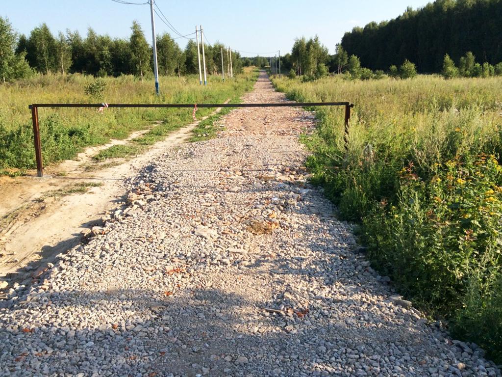 В поселке «Ясная поляна» сделано еще 350 метров дорог и установлены шлагбаумы